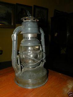 ANTIQUE COLLECTIBLE RAILROAD LANTERN DIETZ LITTLE WIZZARD OIL LAMP
