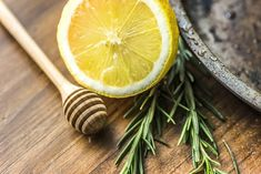 Drinking rosemary tea is a great way to boost immune health: plus it's delicious! Discover the flavors of rosemary tea and learn more about its health benefits, side effects, and brewing methods. Herbal Remedies, Health Remedies, Home Remedies, Natural Remedies, Natural Treatments, Dieta Hcg, Rosemary Tea, Natural Facial, Facial Wash