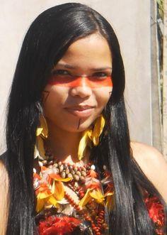 Amayra Native American Woman of Sout America. amayra pataxo no perfil do facebook