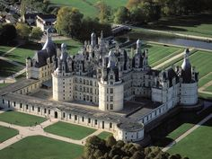 The Chateau de Chambord, Chambord, Loir-et-Cher, France. This was the palace of King Francis I of France, who reigned during the early to mid (parallel to King Henry VIII of England's reign). Beautiful Castles, Beautiful Places, Chambord Castle, Chateau Chambord, Photo Chateau, France Wallpaper, French Castles, Château Fort, Famous Castles