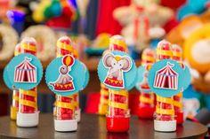Detalhes de tubetes para festa com tema circo. Foto: Gisele Rampazzo