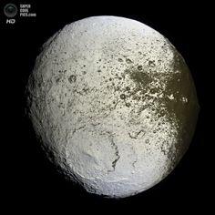 Япет. (NASA/JPL-Caltech/SSI)