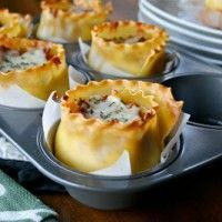 These muffin tin recipes are next level delicious. Next time you're cooking breakfast, lunch or dinner - reach for the muffin tin instead of the frying pan! Great Recipes, Snack Recipes, Cooking Recipes, Favorite Recipes, Cooking Eggs, Delicious Recipes, Lasagna Cups, Lasagna Rolls, Lasagna Cupcakes