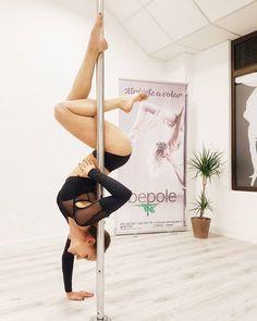 109 vind-ik-leuks, 9 reacties - Bea Rodriguez (@livingladivaloca) op Instagram: 'Feliz puente!!!! Inspo @ullaria ❤ #pole #poledance #polefitness #poleart #flexible #flexibility…'