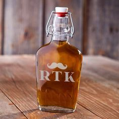 Buy Engraved Vintage Glass Flasks - The Groom. Gifts & Baskets - Engraved Vintage Glass Flasks - The Groom. Engraved Vintage Glass Flasks - The GroomDETAILS: Not all flasks are the same! This vintage glass beauty is an excellent replica of flasks of old a Vintage Groomsmen, Groomsmen Flask, Groomsman Gifts, Groomsmen Presents, Groomsmen Gift Box, Groom Gifts, Gifts For Wedding Party, Party Gifts, Wedding Ideas