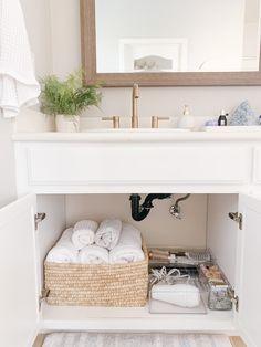 Organize Bathroom Countertop, Countertop Organization, Countertop Decor, Bathroom Countertops, Home Organization, Farmhouse Bathroom Organizers, Bathroom Vanity Organization, Bathroom Ideas, Bathroom Containers