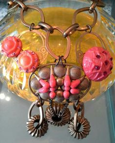 #mazzinidonnalugo #necklace #uniquehandmade #vintagebuttons #vintagebroche #chains#doloresesimonettabijoux