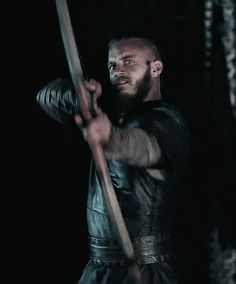 This whole scene with Ragnar and Torstein was so funny. Especially Ragnar's humor and Torsteins laughter. alpharogerrs