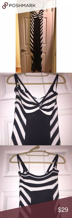 bebe Black & White knit maxi dress SIZE S classic Bebe black & white maxi dress with adjustable spaghetti straps. Partially lined. Size Small. Never worn!! The dress is sweater knit and not jersey which is nice because it's a little more forgiving. bebe Dresses Maxi