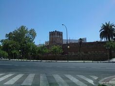 Part of what is left of the Moorish walls that surrounded Seville when the Moors ruled in Spain - Parte de la muralla Morisco que rodeaba Sevilla cuando los Moros reinaba en España