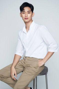 "Kim Soo-hyun Discussing Special Appearance in ""Crash Landing on You"" @ HanCinema :: The Korean Movie and Drama Database Lee Shin, Hyun Kim, Lee Soo Hyun, Ahn Jae Hyun, Park Hae Jin, My Love From The Star, Handsome Korean Actors, Handsome Boys, Yoo Ah In"