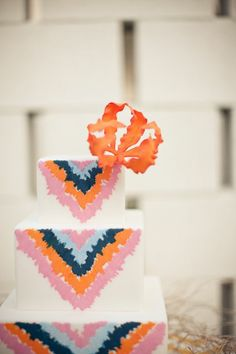 Chevron wedding cake, amazing!