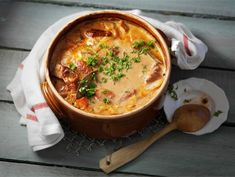 Liha-kasvisruukku Cheeseburger Chowder, Love Food, Hummus, Bacon, Food And Drink, Menu, Soup, Yummy Food, Healthy Recipes