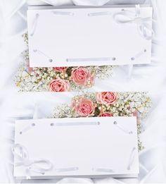 Bei Traupost.de können Sie Tischkarten passend zu jedem Entwurf der Hochzeitseinladungen, Programm- und Kirchenhefte und Menükarten finden. Bei uns können Sie die Tischkarten gleich mit den Namen der Gäste bedrucken und sich eine Menge Arbeit sparen. http://www.traupost.de/hochzeitskarten/tischkarten/