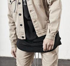 Jeansjacke in sandfarben mit Drop Shoulder und Used-Look. Hier entdecken und shoppen: http://sturbock.me/OOS