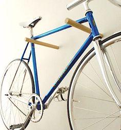 Ce crochet vélo, est parfait jusquà afficher et stocker votre vélo dans votre appartement, chambre, ou un espace commun sans prendre beaucoup de