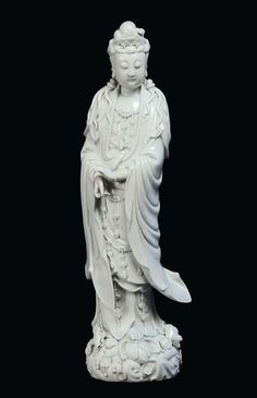 A Blanc de Chine porcelain Guanyin, China, Dehua, Qing Dynasty, 19th century, Fisherman mark. Photo Cambi Casa dAste