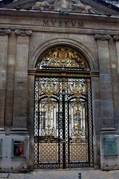 Door to museum in Avignon by VictoriaJZ, via Flickr