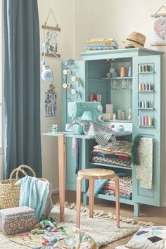 Diy Desk Projects Sewing Rooms New Ideas Sewing Nook, Sewing Room Design, Craft Room Design, Sewing Spaces, Small Sewing Space, Sewing Room Organization, Craft Room Storage, Furniture Makeover, Diy Furniture