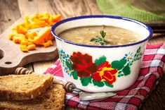 Grochówka végétarienne, soupe polonaise aux pois cassés Calories, Chana Masala, Ethnic Recipes, Food, Vegetarische Rezepte, Cooking Recipes, Polish Cuisine, Split Peas, Cream Soups