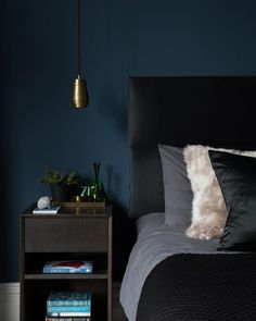 hick's blue bedroom (little greene) The best dark blue paint colours to use in your home interior for instant impact Dark Blue Bedroom Walls, Dark Blue Walls, Bedroom Wall Colors, Bedroom Green, Modern Bedroom, 60s Bedroom, Dark Bedrooms, Ladies Bedroom, Red Walls