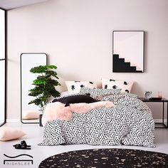 pink bedroom decoration carpet girl bedroom design cute bedroom with plant Pink Bedroom Decor, Bedroom Plants, Dream Bedroom, Home Bedroom, Bedroom Ideas, Girl Bedroom Designs, Girls Bedroom, Bedrooms, Trendy Bedroom