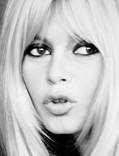 Brigitte Bardot | Close-Up - Portrait - Fashion - Editorial - Black and White - Photography - Pose Idea - Pose Inspiration