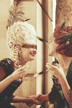 Kirsten Dunst Rose Byrne in Marie-Antoinette (2005) ~Ballo in Maschera~