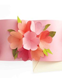 Mother's Day Crafts and Decorations Make this pretty pop-up card for your mother - or just for the heck of it - from the Martha Stewart website.Make this pretty pop-up card for your mother - or just for the heck of it - from the Martha Stewart website. Pop Up Flower Cards, Pop Up Cards, Martha Stewart, Birthday Diy, Birthday Cards, Birthday Gifts, Diy Flowers, Paper Flowers, Pop Up Card Templates