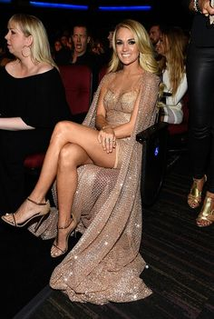 #Carrieunderwood I need her hot legs.
