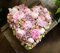 How exactly to Get the Bride Bouquet and Groom Boutonniere Equilibrium? When searching Flower Boxes, My Flower, Flower Art, Hand Flowers, Bridal Flowers, Floral Bouquets, Floral Wreath, Casket Sprays, Deco Floral