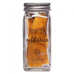 La tienda online gourmet y delicatessen Érase un gourmet vende piel de naranja marca Regional Co. para dar una delicada nota cítrica y color a los combinados de vodka o ron.