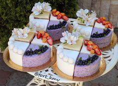 Четвертинки: ✅Кокосовый торт; ✅Голубика со сливками; ✅Птичье молоко; ✅Бисквит ванильный, крем сливочно-творожный, внутри малина и клубника; 2,4 кг.