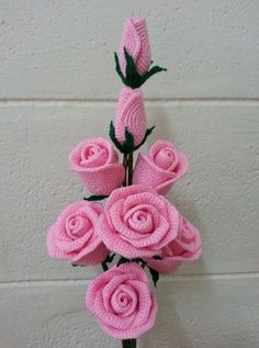 Gorgeous crochet roses: diagram - The Crocheting Place Gorgeous crochet roses - would love to make any of these but no patterns written in English - diagrams provided but unable to read Rosas a crochet rose, crochet, can be a nice d This post was dis Roses Au Crochet, Beau Crochet, Crochet Puff Flower, Crochet Motifs, Crochet Flower Patterns, Crochet Flowers, Crochet Stitches, Crochet Daisy, Crochet Bouquet
