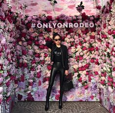 Trendy fashion show stage backdrops galleries Hanging Centerpiece, Trendy Fashion, Fashion Show, Photo Zone, Flower Installation, Backdrop Decorations, Flower Wall, Visual Merchandising, Store Design