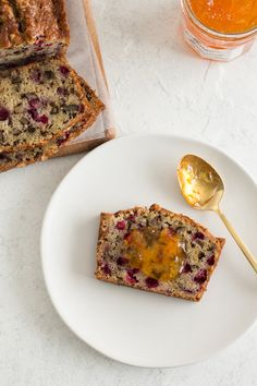 A little tangy, a little crunchy, and totally delicious, this cranberry walnut bread is an easy sweet bread recipe that's perfect for the holidays! Holiday Bread, Christmas Bread, Christmas Dishes, Holiday Baking, Cranberry Walnut Bread, Breakfast Bundt Cake, Jewish Apple Cakes, Cranberry Recipes, Cranberry Dessert
