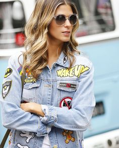 Look do dia jeans e branco vogue eyewear anna Look Patches, Look Fashion, Ideias Fashion, Eyewear, Classic Cars, Beautiful Women, Vogue, Denim, Jackets