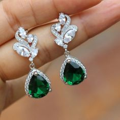 Bridal Vintage Silvertone Statement Chandelier Earrings with Pearls and Rhinestones made with Swarovski Elements - Top Drawer Jewelry Wedding Earrings Drop, Bridesmaid Earrings, Bridal Earrings, Dangle Earrings, Emerald Green Earrings, Emerald Jewelry, Emerald Hair, Emerald Diamond, Gold Jewelry