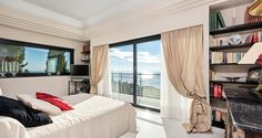 Seafront Californian Villa - Bedroom with Terrace and Sea View
