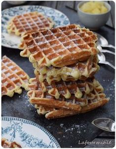 CUISINE Blouses and Tops woman taking shirt off Good Morning Breakfast, Sweet Breakfast, Cupcake Recipes, Baking Recipes, Dessert Recipes, Delicious Breakfast Recipes, Yummy Food, Chefs, Savory Waffles