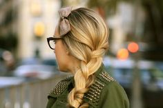 i wish my braids looked this good! Could do without the bow though.