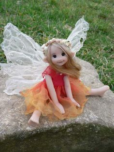 Un jardin féérique -- - Isabel ray of sun Faery - By Liz Amend Clay Fairies, Elves And Fairies, Cute Fairy, Baby Fairy, Fantasy Kunst, Fantasy Art, Fantasy Dolls, Magical Creatures, Fantasy Creatures