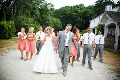 wedding party at Mayowood Stone Barn wedding in Rochester MN | Photo: Janelle Elise Photography