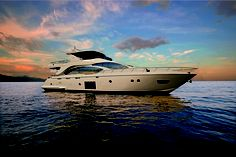 Azimut collaborated with MarineMax to redesign one of its top flybridge motor yachts specifically for American preferences. Did they succeed? Yatch Boat, Pontoon Boat, Yacht Design, Boat Design, Azimut Yachts, Sport Yacht, Super Yachts, Luxury Yachts, Luxury Cars