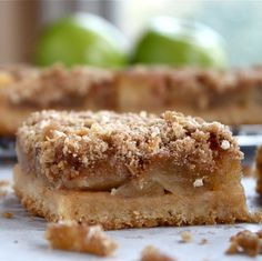 apple crisp bars-  these look fabulous, if I had some granny smith apples, I'd make them right now.