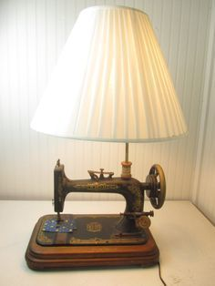 Machine à coudre lampe lampe Vintage Table par KarensChicNShabby