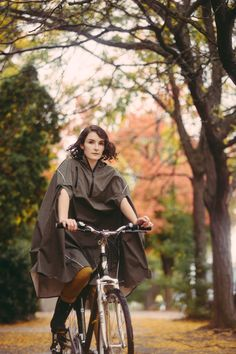 Cleverhood handsome rain cape from Providence. Well crafted for people in livable cities worldwide. Bike-ready and made in the US.
