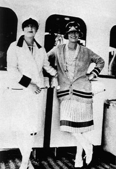 Gabrielle 'Coco' Chanel and Marcelle Meyer - 1928 - The yacht 'Flying Cloud' of the Duke of Westminster - Mlle (BB) Marca Chanel, Chanel Nº 5, Coco Chanel Fashion, Mode Chanel, Chanel Brand, Chanel Couture, Vintage Chanel, Fashion Weeks, 20s Fashion