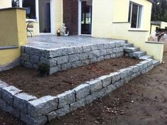 Trockenmauer Trockenmauer The post Trockenmauer appeared first on Terrasse ideen. Jardines Del Patio Frontal, Ideas Para El Patio Frontal, Landscaping On A Hill, Dry Stone, Yard Design, Garden Beds, Landscape Design, Outdoor Gardens, Gardening