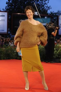 "27 Times Jane Birkin Inspired Our Wardrobes | Marie Claire | 2009 http://www.zimbio.com/photos/Jane+Birkin/36+Views+in+Venice/32wO-SsYaS_ Red carpet premiere of ""36 Views of Saint-Loup Peak"" at the 66th Venice International Film Festival."